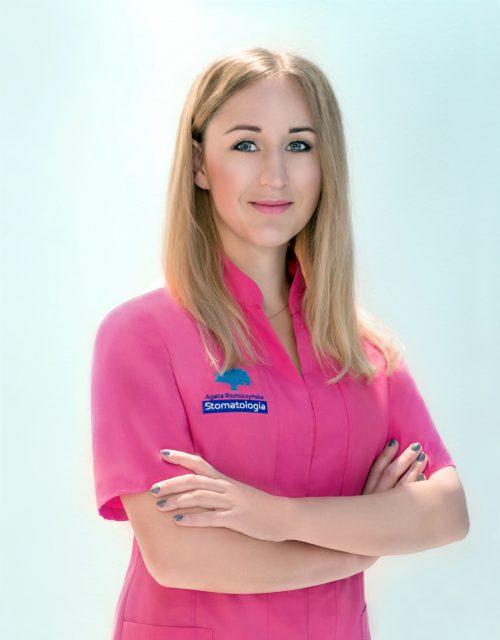 Justyna Kulczycka lekarz stomatolog, periodontolog